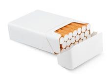 Öppna packen av cigaretter Royaltyfria Foton