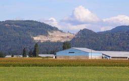 Öppna Pit Mining i landsbygd Arkivfoton