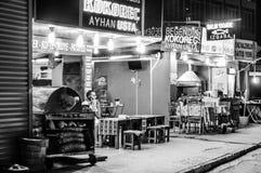 Öppna restauranger i natten Arkivbild