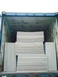 Öppna sändningsbehållaren med last inom Royaltyfri Bild