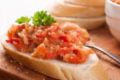 Öppna sandwiche med auberginesallad Arkivfoto
