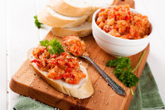 Öppna sandwiche med auberginesallad Royaltyfria Foton
