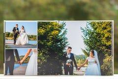 Öppna sidor av den bruna boken eller albumet för lyxläderbröllop arkivfoton
