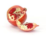 öppna skivad pomegranatefröuppvisning Royaltyfri Fotografi