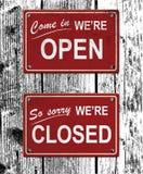 öppna tecken för stängd metall Royaltyfri Bild
