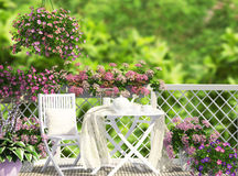 Öppna terrassen med vitt möblemang Royaltyfria Bilder