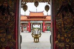 Öppna till den kinesiska templet Arkivfoto