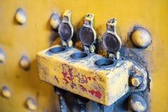Öppna tre låser/pluggar, den industriella detaljen för tappning - Fotografering för Bildbyråer