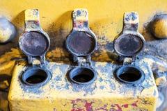 Öppna tre låser/pluggar, den industriella detaljen för tappning - Arkivbild