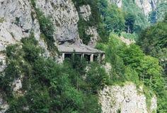 Öppna tunnelen i italienska Dolomites Arkivbild