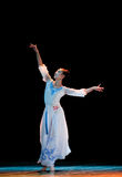 Öppna tyst den vita orkidén--Kinesisk folkdans Arkivbilder