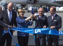 Öppna upp det internationella flyget och göra mellanslag utställningen ILA Arkivfoton