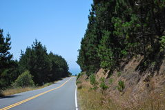 Öppna vägen på huvudväg 1 i Kalifornien Arkivfoto