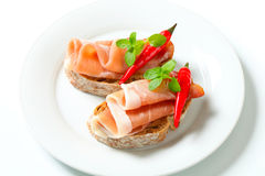 Öppna vände mot smörgåsar för Prosciutto Arkivfoto