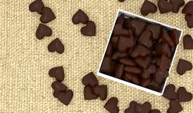 Öppnad ask av chokladhjärtor Arkivbild