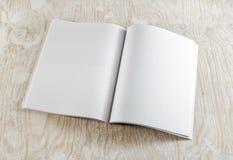 öppnad blank bok arkivbilder