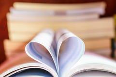 öppnad bok Fotografering för Bildbyråer