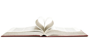 Öppnad bok med hjärta Arkivfoton