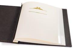 Öppnad bok med tomma sidor och dekorativ ram för text Arkivfoto
