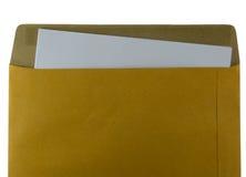 Öppnad brunt återanvänder kuvertet med den pappers- bokstaven inom på Royaltyfri Foto