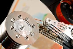 Öppnad datorhårddisk Arkivfoto