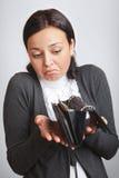 öppnad förbryllad plånbokkvinna fotografering för bildbyråer
