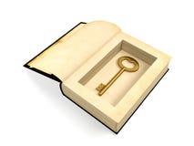 Öppnad forntida pappers- bok med den retro guld- tangenten som inom döljas Fotografering för Bildbyråer