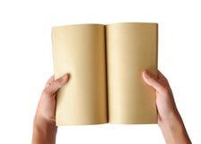Öppnad gammal bok i händer Royaltyfri Foto