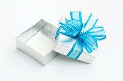 öppnad silver för ask gåva Royaltyfri Fotografi