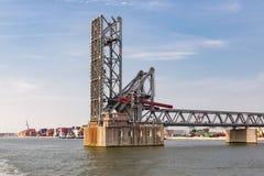Öppnad stålbro i hamnen av Antwerp, Belgien Royaltyfria Foton
