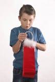 öppnande aktuellt barn för pojke arkivbild