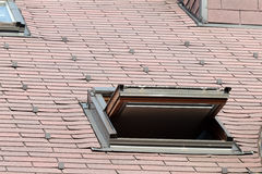 öppnat takfönsterfönster Arkivfoton