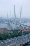 Öppning av inställningsbron i Vladivostok arkivbilder