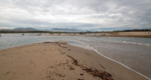 Öppning för flodbryggabred flodmynning för träsket för natursylt på San Jose Del Cabo i Baja California Mexico royaltyfri bild