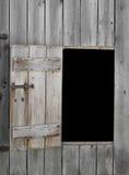 Öppning och dörr i gammal ladugård Royaltyfri Fotografi