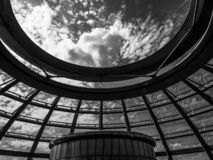 Öppning till den himmelReichstag kupolen royaltyfri bild