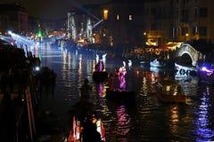 Öppningskarnevalprocession på Venedig, Italien 3 Arkivbilder