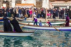 Öppningskarnevalprocession på Venedig, Italien 10 Royaltyfri Bild