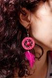 Öra med örhängen av rödhårig mankvinnor Royaltyfria Foton