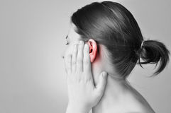 Örat smärtar fotografering för bildbyråer