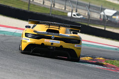 12 öre Hankook Mugello 18 marzo 2017: Estremo del GP #27, Renault RS01 GT3 Immagini Stock Libere da Diritti