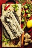 örtar för fjärdcardamonvitlök blad vanilj för kryddor för pepparrosmarinar salt Arkivfoton