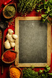 örtar för fjärdcardamonvitlök blad vanilj för kryddor för pepparrosmarinar salt Arkivbild