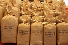 Örtar och kryddor på en fransk marknad Royaltyfri Bild