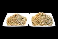 Örtar och kryddor som isoleras på black Arkivfoton