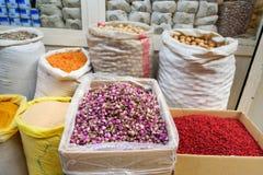 Örter och kryddor i storslagen basar i Tabriz Östligt Azerbajdzjan landskap iran royaltyfria foton