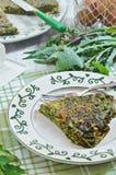 Örtfrittata italienska matlagningmatingredienser Arkivfoto