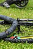 Örtlich festgelegter Fahrradgummireifen Stockfoto