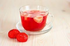 Örtte med jordgubbar Royaltyfria Foton
