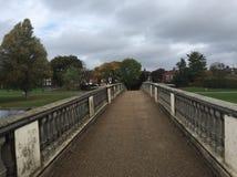 Öst parkerar bron i skrovet, Storbritannien royaltyfria bilder